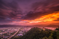 鳶山 (Tariq Peng) Tags: fujifilm fuji xt1 xf1024mm f4 gnd cpl 漸層鏡 富士 日出 晨昏 色溫 黑卡 雲彩 大自然 戶外 台灣 taiwan clouds sky art city nature landscape taipei