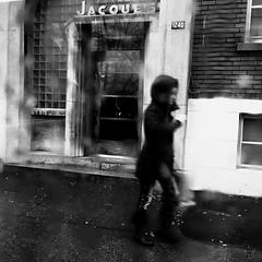 La pluie efface ce que je vois... (woltarise) Tags: femme autobus pluie beaubienest rue montréal vitre streetwise