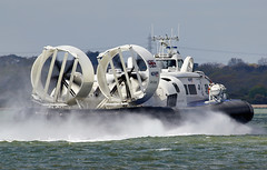 Hovercraft (Bernie Condon) Tags: hovercraft cushionairvehicle vessel vehicle griffin solent southamptonwater southampton weston woolston hampshire uk