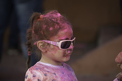 Welcome Spring!! (serie) (https://katalan46.wixsite.com/fotografia) Tags: holi girl children pink rosa sunglasses hair mom reflection india colores colors colours color fiesta party festival fun love amor divertido happy powder childhood colorfull barbie