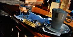 ¡¡ Es necesario compartir la alegría !! (Aprehendiz-Ana Lía) Tags: fotografia nikon flickr dulce cumpleaños alegría luz paz argentina festejo amigos red familiares amistad compartir photo alimento dorado agua water reflejo café analialarroude city