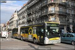 Irisbus Citélis 18 - Sémitag (Société d'Économie MIxte des Transports publics de l'Agglomération Grenobloise) / TAG (Transports de l'Agglomération Grenobloise) n°4413 (Semvatac) Tags: semvatac photo bus tramway métro transportencommun irisbus citélis18 bz340cp sémitag sociétédéconomiemixtedestransportspublicsdelagglomérationgrenobloise tag transportsdelagglomérationgrenobloise chrono c1 boulevardédouardrey grenoble isère