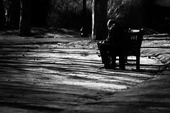 Ajeno (AvideCai) Tags: avidecai calle parque bn blancoynegro gente