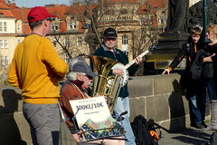 Entertaining the Public (Hythe Eye) Tags: prague praha czechrepublic streetentertainers charlesbridge charlesbridgeband