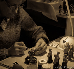 Accuracy (Lalykse) Tags: woman art painting paint artist femme fingers peinture 1855 figurine artiste doigts nikond3200 santons cribfigure