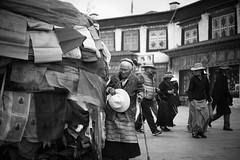 20140912-L1002885111222 (Dennis Wu6) Tags: street leica nepal 2 bw photography singapore 14 rangefinder tibet kathmandu 50 35 旅行 黑白 小印度 duba m9 人文 西藏 布达拉宫 街拍 尼泊尔 加德满都 博卡拉 大昭寺 新加坡 金沙 pokhra summcrion