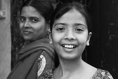 Mre et fille (marineavoile) Tags: street portrait india daughter mother agra rue enfant fille inde mre 2013 marineavoile59 marineavoile marinearmstrong