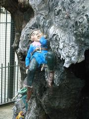 LONDON 1771 (RANCHO COCOA) Tags: wood uk sleeping england tree london garden sleep elf trunk kensington kensingtongardens carvings sculpted elves theelfinoak
