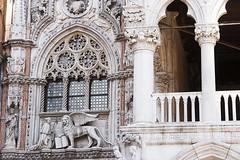Venezia 24 (.Kikaytete.QNK) Tags: ventana italia venecia venezia palacioducal leonalado kikaytete arcoslobulados
