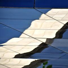 onades_waves (estiu87) Tags: blue windows white abstract glass reflections arquitectura graphic geometry minimal blau blanc tarragona fassade reflexes myway vidres finestres geometra archshot grfic ausen fassana