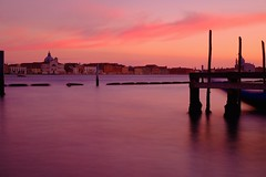 Venice / Italy (_dreamseller_) Tags: city longexposure italien venice autumn light sea italy oktober tourism water evening abend licht october meer mediterranean italia dusk herbst filter stadt nd fujifilm redsky dämmerung venezia venedig fujinon washer mediterraneansea sanmarco abendrot langzeitbelichtung xf ndfilter mittelmeer xe1 fujifilmxe1 fujinonxf1855mm