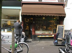 DEN HAAG (NL) 2014 (streamer020nl) Tags: bike shop bread denhaag hague delicious bakery 16 haag centrum lekker brot fiets brood 2014 021014 bakkerij 2oct2014 lekkerbrood
