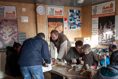 Foire des Savoir-Faire Solidaires 2013, Installation de Guedelon, les bâtisseurs de Chateau Fort, atelier de taille de pierre pour enfants © M.RONDEL