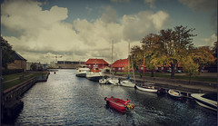 Ir ms alla de los lmites (pimontes) Tags: red water boat canal rojo agua barco paseo nubes dinamarca copenhague