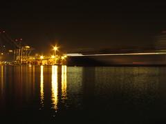 Veracruz Night (vins q pons) Tags: canon de boat barco slow malecon veracruz velocidad exposicion nigh disparo tiempo exposicin barrido obturacion lento obturacin obturador sweap