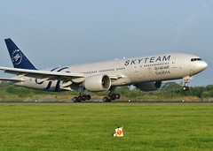 HZ-AKA (AnDrEwMHoLdEn) Tags: manchester airport 777 manchesterairport egcc saudiairlines 05r