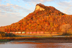 Golden Bluff (view2share) Tags: railroad autumn trees sunset sun fall sunshine wisconsin train river october track fallcolor sundown transport tracks rail railway sunny rr trains container transportation rails mississippiriver bluffs lacrosse ge wi freight bnsf bluff railroaders containers railroads stacks generalelectric eastbound freighttrain gooseisland shippingcontainers 2014 railroading freightcars burlingtonnorthernsantafe freightcar dash9 rring trackage bnsfrailway stacktrain mississippirivervalley aurorasub uppermississippirivervalley bnsf4059 october2014 october192014