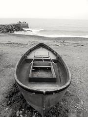 B&N (lucianoserra490) Tags: maredinverno biancoenero barca genova