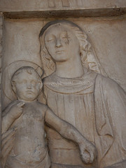 Dreaming Mary (Cjasar) Tags: nikonaw120 udin udine friûl friuli europe europa carving scultura basrelief bassorilievo madone madonna holyvirgin