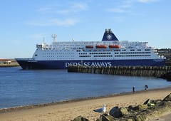 King Seaways - DFDS Ferry to Amsterdam - North Shields (Gilli8888) Tags: tyneandwear northtyneside northsea southtyneside northshields southshields port ship boat vessel maritime portoftyne tynemouth dfds dfdsferry ferry kingseaways passengers amsterdamferry marine beach sand nikon p900 coolpix