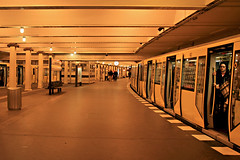 Yellow underground - Berlin (Daniel Nebreda Lucea) Tags: berlin mitte germany alemania europe europa yellow amarillo lines lineas composition underground metro subway transport transporte life urban vida urbano composicion travel viajar people gente speed velocidad monochrome monocromo color architecture arquitectura lights luces light luz train station estacion tren
