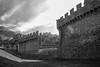 Architettura medievale (jandmpianezzo) Tags: castelli montebello bellinzona unterwalden ticino unesco blackandwhite architettura architektur mura merletti cielo nuvole torri città castle patrimonio visite svizzera switzerland