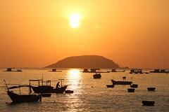 golden sunshine (PawL23) Tags: khánhhòa sunrise sun fishingboat ora sea reflection island silhouette vietnam nhatrang asia