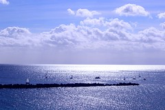 2017-03-22 13.39.38 (anyera2015) Tags: ceuta canon canon70d vela espigón nublado nubes mar