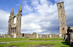St Andrews - Quel che resta *Explore* (Celeste Messina) Tags: cattedrale cathedral standrews saintandrews medievale medieval fife scotland scozia scottish scozzese rovine ruins chiesa church torre tower facciata facade prato green cielo sky nuvole clouds