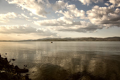 Lago Trasimeno a Castiglion del Lago (Irene TP) Tags: lago trasimeno castigliondellago water clouds reflections nikon nikond7100