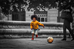 Targeting. (Yvan S) Tags: boy kid child run foot football ball black white running city urban target focus play playing young youthful youthfulness youth stone garçon enfant court courir balle noir blanc ville vise viser concentré joue jeux jeune jeunesse pierre paris nikon d90 yellow