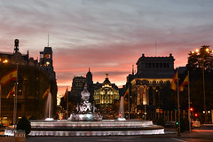 City Lights (Matteo Liberati) Tags: plazadecibeles tramonto cibeles madrid spain sunset spagna españa atardecer dusk bluehour imbrunire luci lights luces città ciudad city nubes clouds nuvole sky cielo red rosso arancione orange naranja cityscape paisajeurbano paesaggiourbano skyline metropolis anochecer crepúsculo crepuscolo nightfall contrast contraste contrasto backlit fontana fuente fountain callealcalá colore color colour edifici buildings edificios monument monumento rosa pink