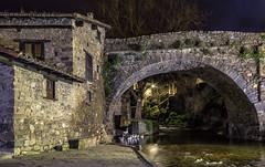 Directa al Medievo... (carmen.fdez.mtnez) Tags: carmenfernández puentedesancayetano potes cantabria potesdenoche puente