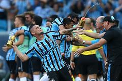Gremio x Internacional (Grêmio Oficial) Tags: sports brasil soccer bra portoalegre esporte riograndedosul futebol inter beirario teamsports sportsrecreation gremio gauchao esportista scinternacional gremiofootballportoalegrense gremioxinternacional 09nov14 campeontogaucho grenal403