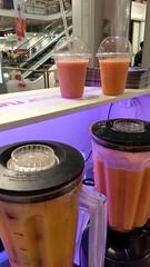 """#HummerCatering #Eventcatering #Adidas #Boostyourrun #Smoothie #Aktion. Frisch zubereitete Smoothies von unserer Smoothiebar im Dodenhof in Posthausen.  Smoothies 1: Karotte mit Mandarinen, Banane und Joghurt  Smoothie 2: tropische Früchte mit Erdbeeren, • <a style=""""font-size:0.8em;"""" href=""""http://www.flickr.com/photos/69233503@N08/15315892507/"""" target=""""_blank"""">View on Flickr</a>"""