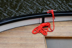 Rood touw/red rope (Evanhoe) Tags: red rot rope rood touw seil martime
