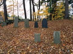 Old Burial Ground (El Alcalde de l'Antartida) Tags: autumn fall cemetery graveyard stones newengland ground historic haunted foliage burial ghosts revolutionarywar tombs tombe cimitero fantasmi lapidi