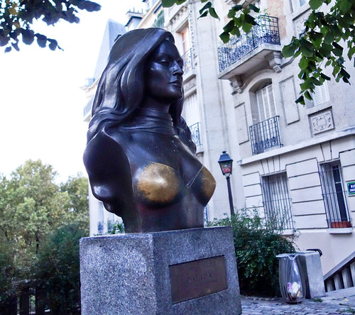 2014 - 10 - 07 - Fondled in Montmartre
