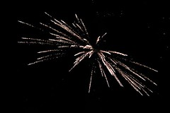Fireworks 2014 (Rebecca Jay Thorne) Tags: lines yellow golden explosion wide firework streams streaks starburst