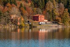 Lac du Bouchet en Haute Loire (43) (aups83) Tags: nature automne lac auvergne volcan pêche baignade hauteloire randonnéepédestre plandeau pêcheàlamouche cayres lacdubouchet plateauvolcanique