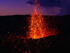 volcan02-3 (loïcabadie) Tags: eruption pitondelafournaise laréunion réunion volcan lave