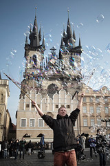 (Sotto Scatto) Tags: prague praga bolle di sapone arte strada piazza street art