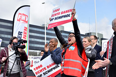 1000 Echte banen op Schiphol (fnvvakbond) Tags: schiphol echte banen