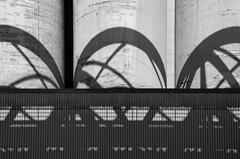 monochrome 2122 (mlig212) Tags: abstract architecture architektur building contrast contraste curves courbes géométrie geometry lignes lines lumière light noiretblanc noirblanc nb blackandwhite blackwhite bw monochrome monochromatic monocroma blancoynegro blanconegro schwarzweiss schwarsweis nikon d5100 nikkor18105 18105 liège lüttich liege loën