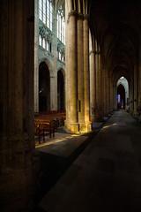Cathédrale Saint-Gatien de Tours (Air'L) Tags: tours eu europe france touraine cathédrale église gothique lumière religieux architecture colonne intérieur vitraux