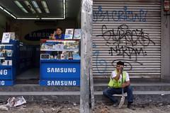 Kuala Lumpur (Chot Touch) Tags: kualalumpur handphone samsung workers streetphotography ricohgxr border malaysia