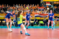 2017-04-08 EK U18 Ned - Slo (35a) (Peter Donderwinkel) Tags: ekmeisjesu18 nederland teamholland slovenië valkenhuizenarnhem papendal volleybal volleyball sportphotography teamsport indoor ek canon nevobo volleybalnl oranje