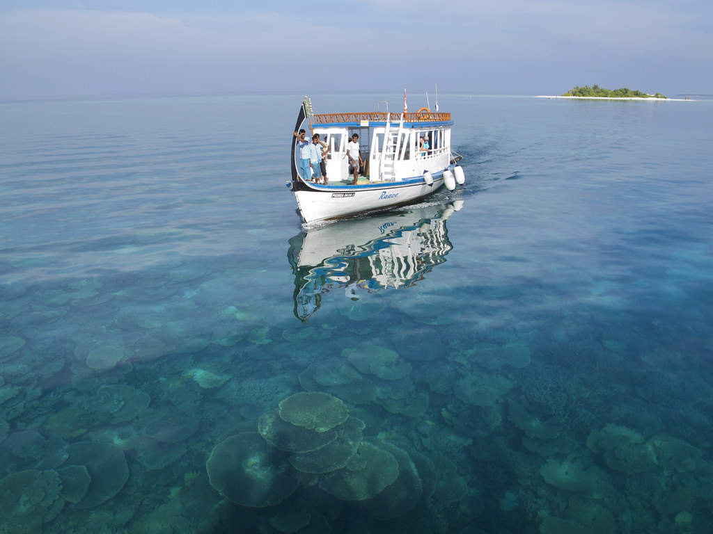 Vilamendhoo Excursion via Dhoni