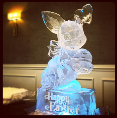 Happy Easter! 🐰🐇 #fullspectrumice #holidays #easter #thinkoutsidetheblocks #brrriliant #icesculpture - Full Spectrum Ice Sculpture