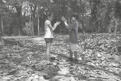 Totti & Z (Marl1) Tags: trees boy brazil two people blackandwhite southamerica nature girl leaves riodejaneiro kids canon shadows jardimbotnico zonasul
